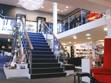 5f482dd1536 Stores - About - Oxener Schoenen